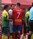 Paredes sostuvo una tensa discusión con Pérez luego del insulto racista. (Foto Prensa Libre: Carlos Vicente)