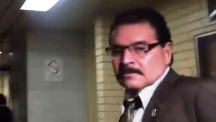 El juez Adrián Rodríguez fue sorprendido en aparente estado de ebriedad el lunes 19 de marzo, cuando llegó a la Torre de Tribunales. (Foto HemerotecaPL)