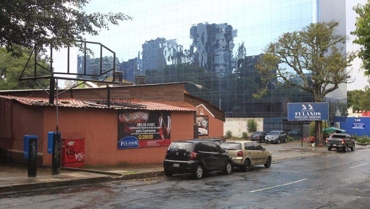 El restaurante Fulanos y Menganos estaría vinculado con Gilmar Othmar Sánchez Herrera, y ha sido durante años sede de eventos de FCN-Nación. (Foto Prensa Libre: Paulo Raquec)