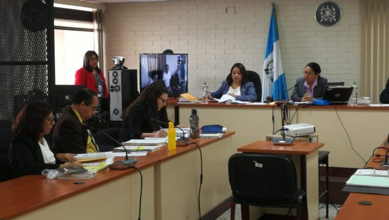 El Tribunal de Mayor Riesgo D dirige el debate oral y público en contra de los nueve pandilleros. (Foto Prensa Libre: Kenneth Monzón)