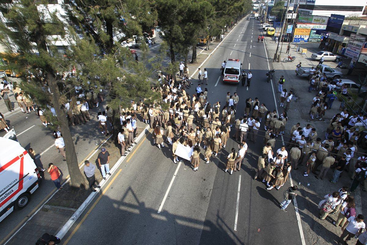 Estudiantes atropellados: Personal habría motivado la manifestación
