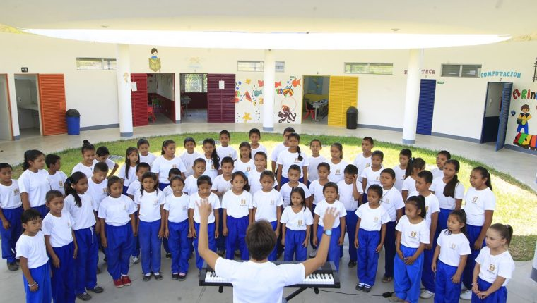 La escuela Nohemí Morales de Arjona, de Fundación Adentro, en El Ixcanal, San Agustín Acasaguastlán, El Progreso, es una iniciativa que sirve de modelo para la educación nacional. (Foto: Hemeroteca PL)