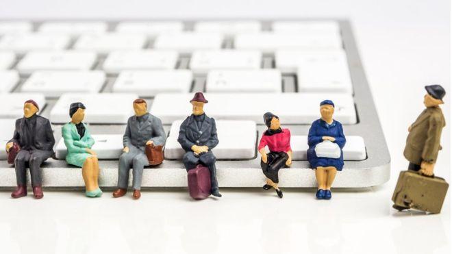 La ingeniería social se basa en la interacción humana y les permite a los estafadores tenderles trampas a los internautas. GETTY IMAGES