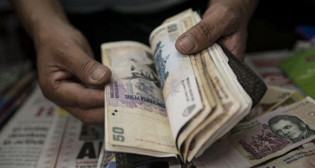 Argentina ha sido históricamente un país caro, pero en la actualidad la queja se ha vuelto más recurrente. (Foto Prensa Libre: AFP)