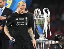 El portero Loris Karius lamentó que sus errores hayan perjudicado al Liverpool. (Foto Prensa Libre: AFP)