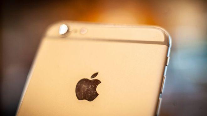 Apple reveló en sus últimos resultados económicos una bajada brutal en las ventas del iPhone, su producto estrella (GETTY IMAGES)