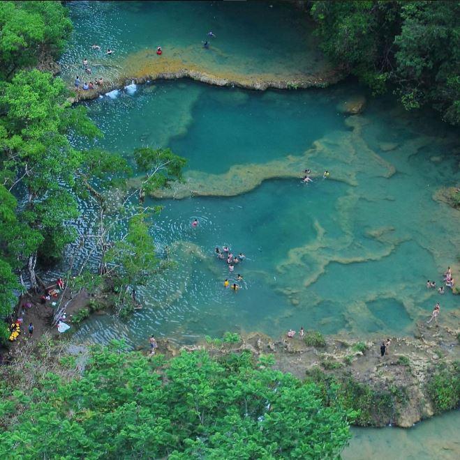 Vista aérea del sitio turístico Semuc Champey, en Lanquín, Alta Verapaz. (Foto Prensa Libre: HemerotecaPL)