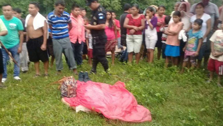 Al menos cuatro personas murieron luego de que picop fuera arrastrado por río Petacalapa en Malacatán. (Foto Prensa Libre: Whitmer Barrera)
