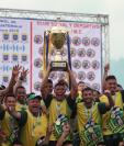 Los jugadores de Guastatoya celebraron la corona frente a Xelajú MC. (Foto Prensa Libre: Francisco Sánchez)