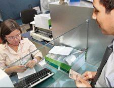 La Superintendencia de Bancos informó sobre las agencias bancarias que estarán atendiendo por el feriado del Día de la Hispanidad. (Foto Prensa Libre: Hemeroteca)