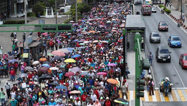 El paro fue promovido por el STEG, por lo menos, 30 mil profesores se han declarado en asamblea permanente. (Foto Prensa Libre: Hemeroteca PL)