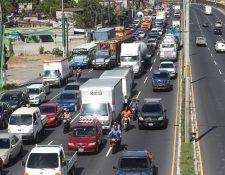 Diariamente las diferentes municipalidades imponen multas de tránsito y existen más de Q12 millones sin cancelar. (Foto Prensa Libre: Hemeroteca)