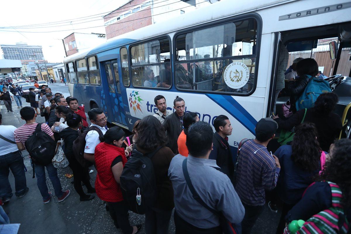 desde el 2015 fueron denunciadas las empresas que operan el servicio del Transurbano, por supuesto mal manejo de recursos. (Foto Prensa Libre: Hemeroteca)