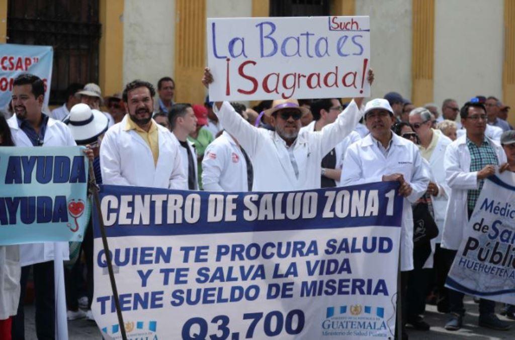 Desde agosto último, el movimiento médico no ha encontrado eco a sus demandas salariales. (Foto Prensa Libre: Hemeroteca PL)