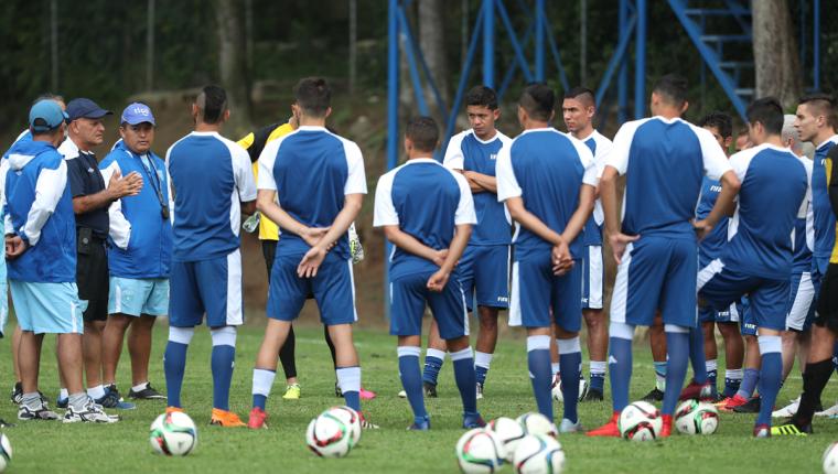El técnico Wálter Claverí trabaja para enfrentar a Argentina y Ecuador en Estados Unidos. (Foto Prensa Libre: Francisco Sánchez)