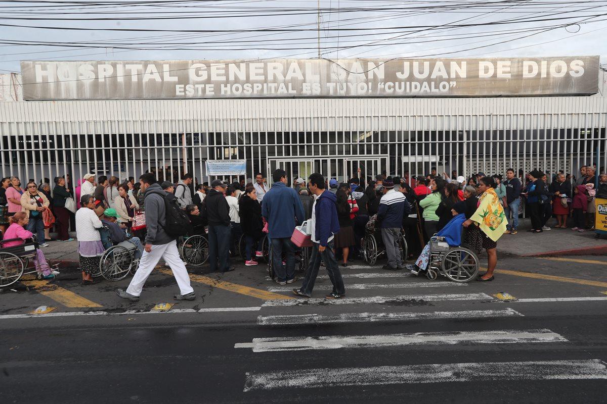 Las enfermedades respiratorias son comunes en esta época del año, en el Hospital San Juan de Dios se han atendido varios casos de niños con el VSR. (Foto Prensa Libre: Hemeroteca PL)