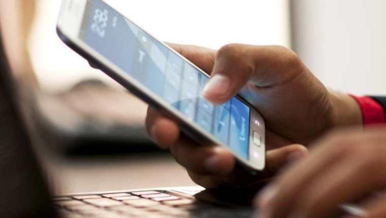 La SIT informó que realizarán un análisis y socialización con los prestadores del servicio para sumarse a la eliminación del cobro del roaming. (Foto Prensa Libre: Hemeroteca)