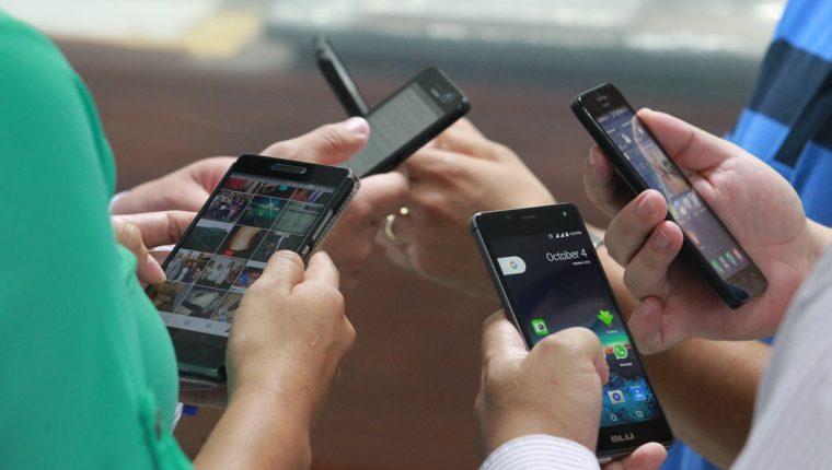 Las operadoras reconocieron que siguen activando los teléfonos suspendidos después de la fecha establecida para actualizar los datos. (Foto Prensa Libre: Hemeroteca PL)
