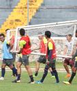 Los jugadores de la Universidad de San Carlos sufren el mal momento que han vivido en la Primera División, en donde no han ganado ni un partido este torneo. (Foto Prensa Libre: Edwin Fajardo)