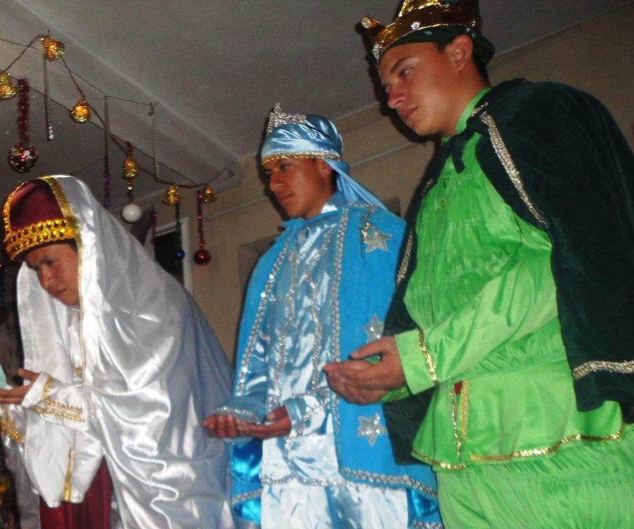 Grupo de teatro escenifica visita de Reyes Magos