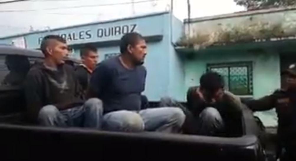 Capturan a cuatro personas por herir a un policía