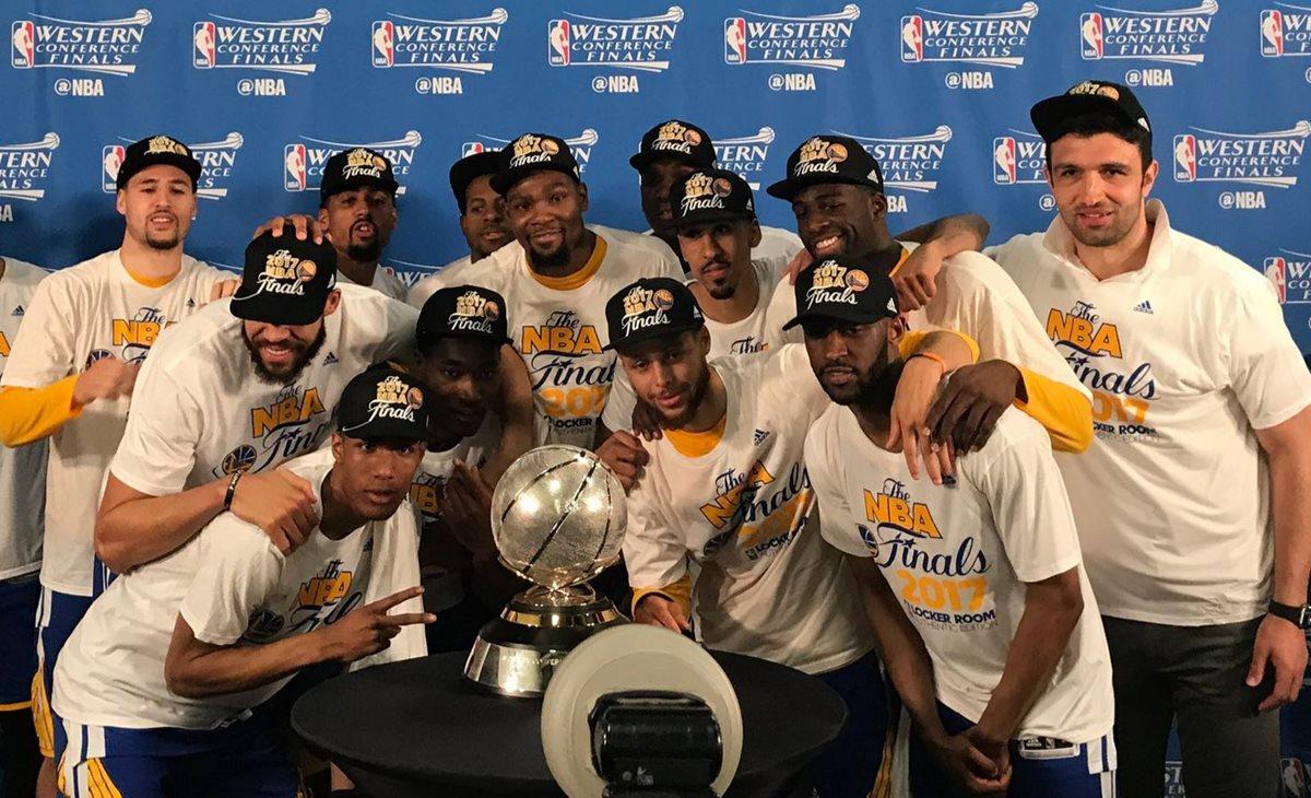 Los Warriors celebran el título de la Conferencia del Oeste y su clasificación a la final de la NBA. (Foto Prensa Libre: Warriors)