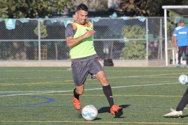 Juan Barrera fue inscrito como el cuarto jugador extranjero que jugará en los cremas en el torneo Clausura 2016. (Foto Prensa Libre: Norvin Mendoza).
