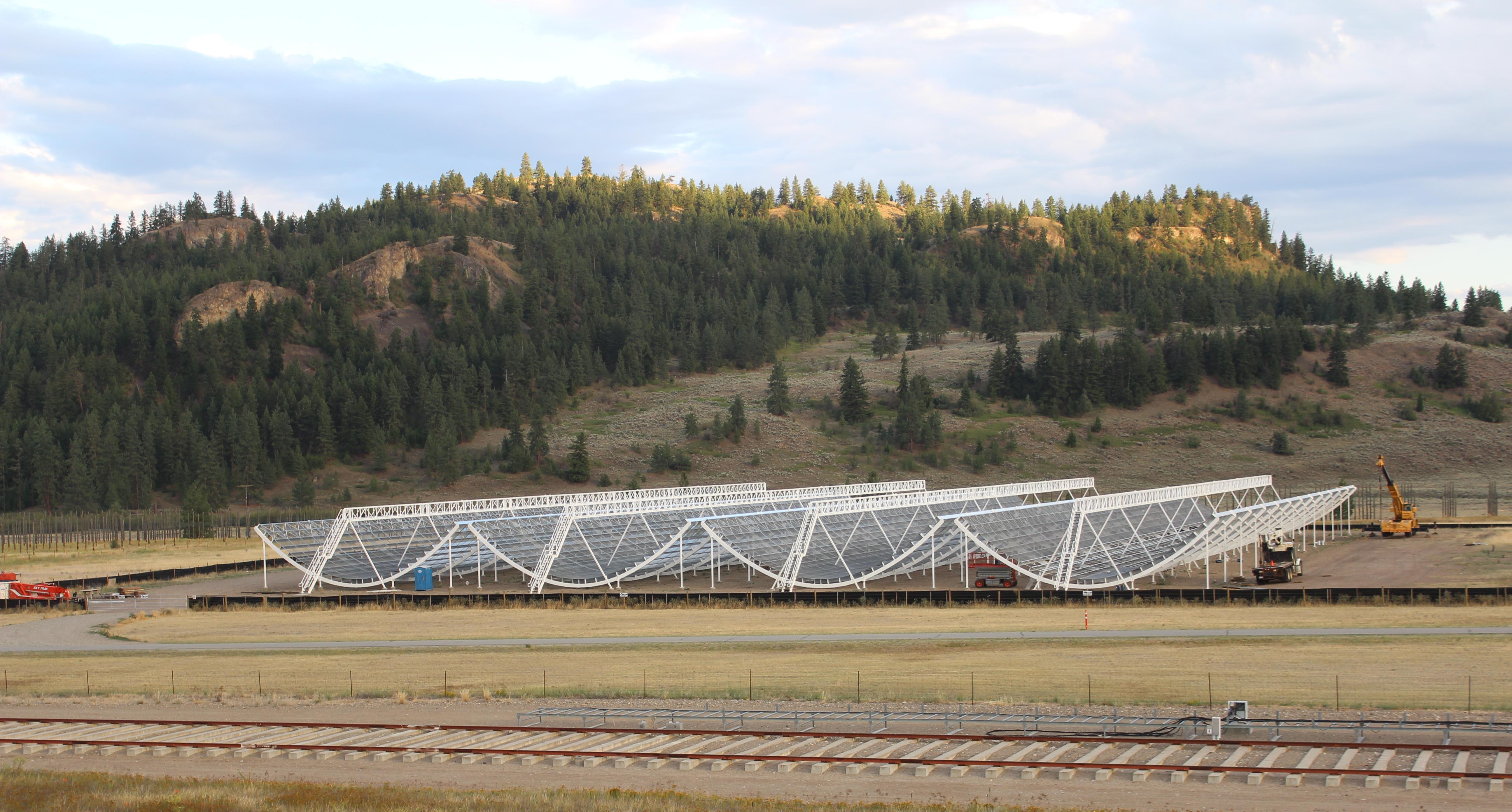 El telescopio de CHIME, en Canadá, donde se detectaron unas misterios ondas galácticas (Foto Prensa Libre: CHIME).