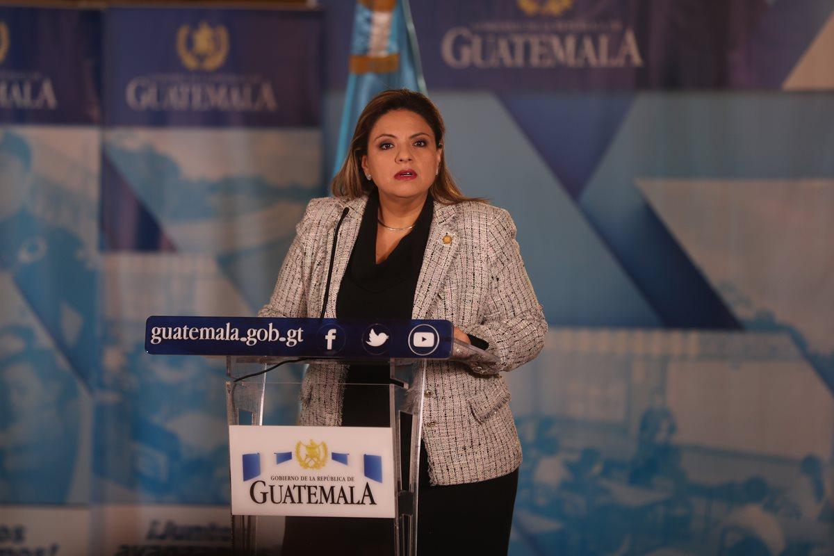 Sandra Jovel, ministra de Relaciones Exteriores, durante una de las declaraciones que ha dado en los últimos días, luego de reunión de gabinete de gobierno. (Foto Prensa Libre: Hemeroteca PL).
