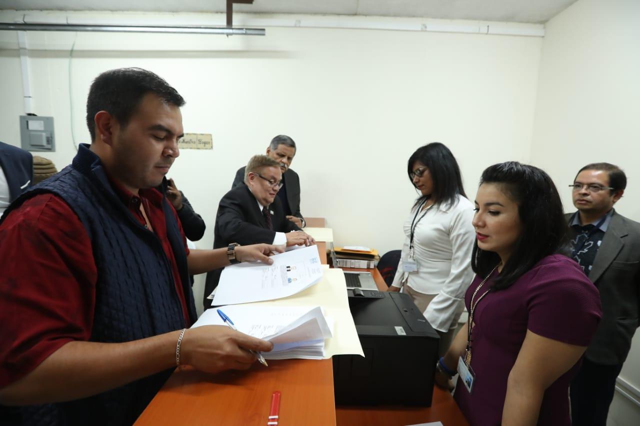 El partido Fuerza es el primero en entregar papelería para inscribir a su binomio. (Foto Prensa Libre: Esbin García)