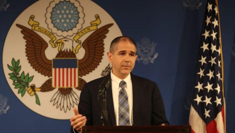 Carl Risch, subsecretario de Asuntos Consulares de EE. UU., durante la conferencia de prensa. (Foto Prensa Libre: Esbin García)