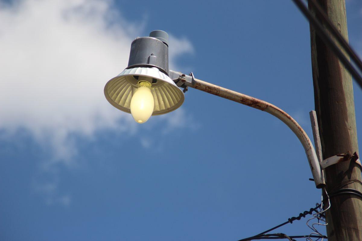 Restablecen servicio de energía eléctrica
