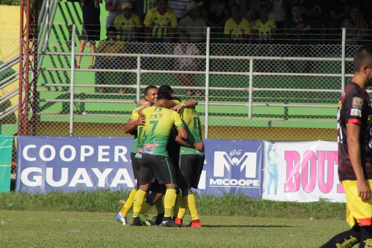 Guastatoya derrotó 2-0 a Marquense en el partido que significó el descenso de los occidentales. (Foto Prensa Libre: La Red)