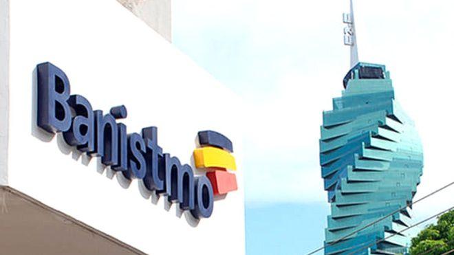 """Una de las filiales del Grupo Bancolombia cerca del conocido """"edificio tornillo"""" de Panamá. FOTO: Bancolombia"""