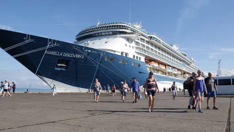Se espera que durante esta temporada de cruceros arriben al país unos 41 mil turistas.(Foto Prensa Libre: Dony Stewart)