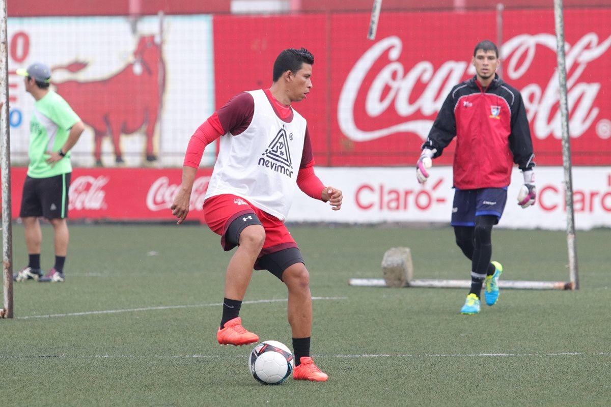Manuel Moreno, dejó el campamento de Malacatán donde era el capitán del equipo, para llegar a ganarse un puesto en Xelajú. (Prensa Libre: Raúl Juárez)