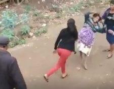 Imagen capta el momento de la agresión en Jalapa. (Foto Prensa Libre: Tomada de Facebook).
