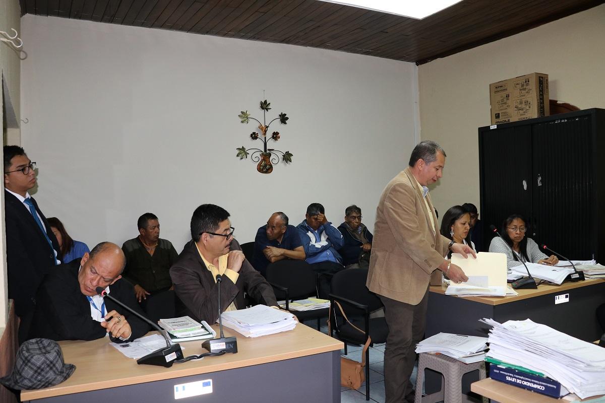 Exfuncionarios de la Municipalidad de Santiago Sacatepéquez quedaron ligados a proceso por lavado de dinero