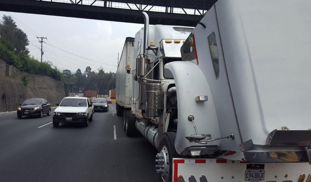 Nueve tráileres averiados han complicado el tránsito en ruta al Pacífico y Atlántico. (Foto Prensa Libre: Cortesía PMT Villa Nueva)