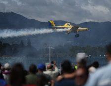 Unas 15 mil personas asistieron a la actividad que se llevó a cabo en la pista de la Fuerza Aérea Guatemalteca. (Foto Prensa Libre: Esbin García)