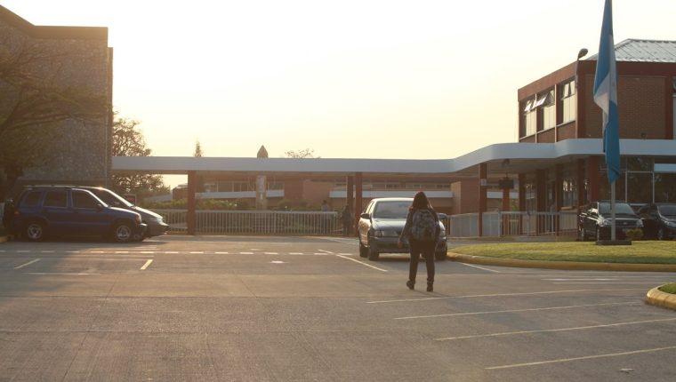 Mineduc analiza la sanción que impondrá al Liceo Javier luego de la muerte de un estudiante en la piscina del establecimiento. (Foto Prensa Libre: Hemeroteca PL)