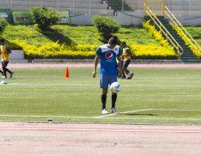 El jugador Carlos Salvador Estrada se integró a los entrenamientos de Comunicaciones. (Foto Prensa Libre: Norvin Mendoza)