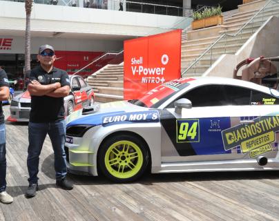 Padre e hijo, Érick Samayoa, del mismo nombre, esperan ser protagonistas en el autódromo Pedro Cofiño. (Foto Prensa Libre: Francisco Sánchez)