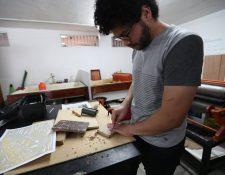 El grabado es una técnica cuyo proceso es minucioso y es todo un arte. (Foto Prensa Libre: Ana Lucía Ola)