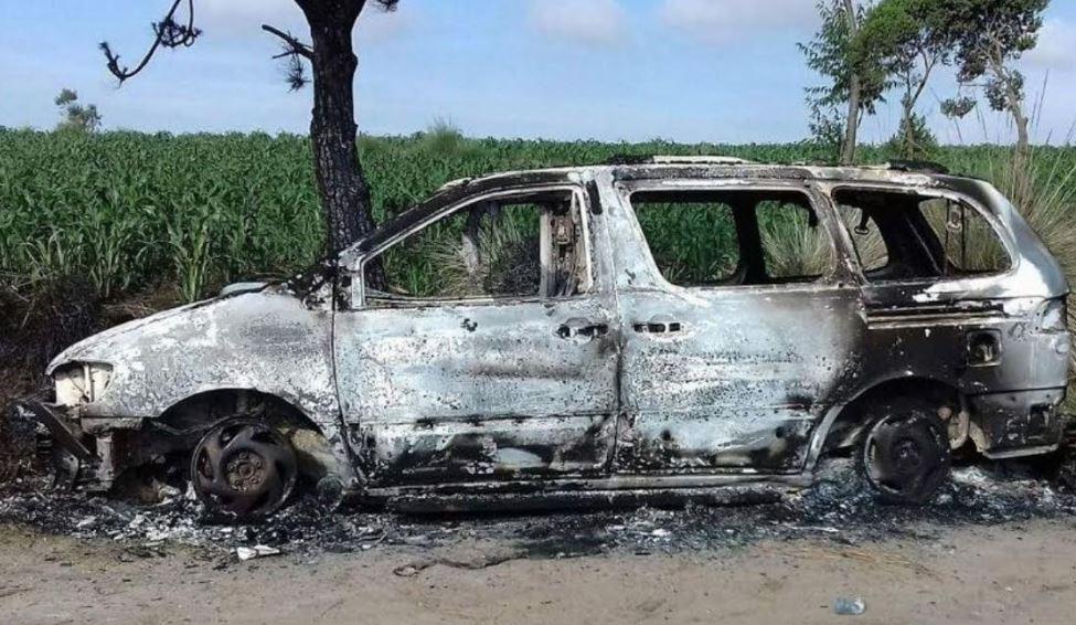 Un vehículo con dos cadáveres carbonizados fue localizado en Palomora, San Andrés Xecul, Totonicapán. (Foto Prensa Libre: María José Longo)