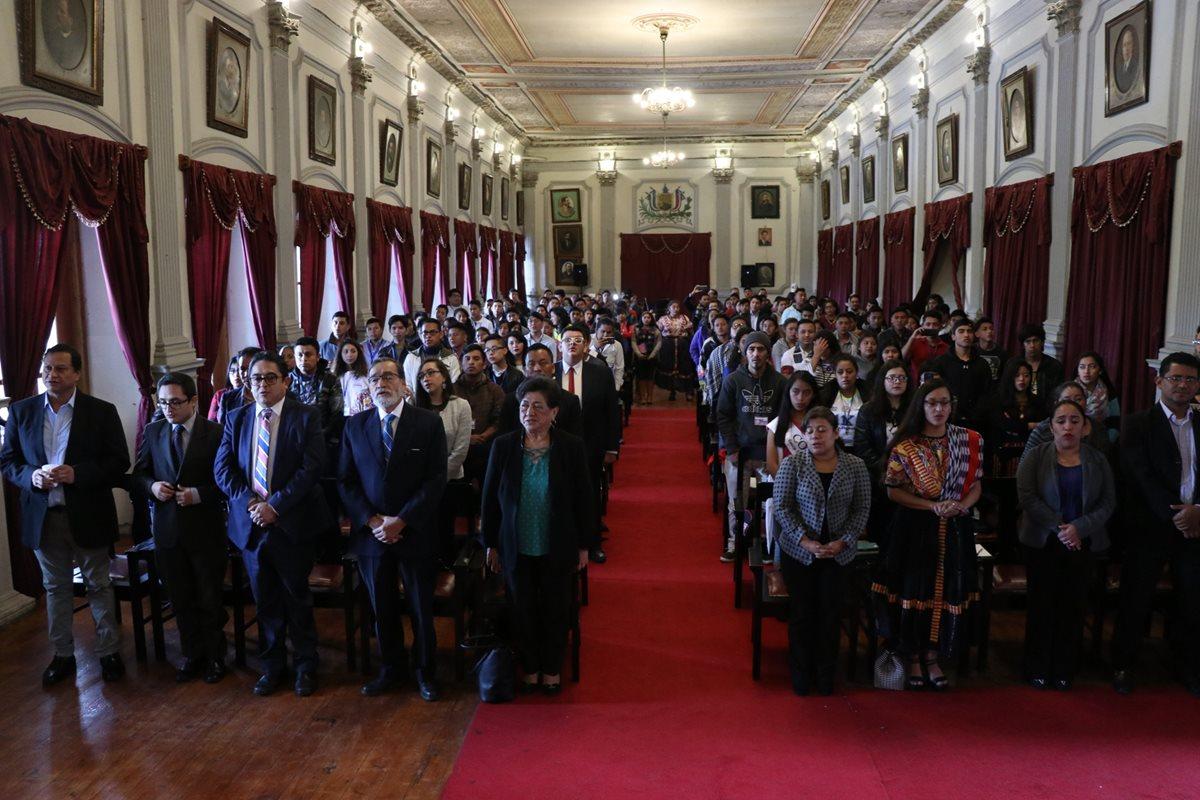 Integrantes de diferentes organizaciones juveniles participan en el foro inaugural del Congreso Nacional de la Juventud. (Foto Prensa Libre: María Longo)