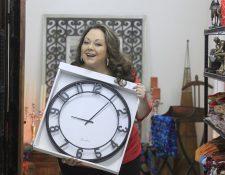 Celia Recinos, la intérprete de doña Rome, le recuerda al mandatario que el tiempo ha comenzado a correr Foto: Edwin Berci?n