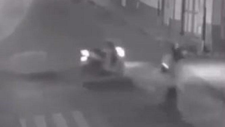 Momento en que las dos motos colisionan en la 2 avenida y 5 calle, zona 1 de Tecún Umán.
