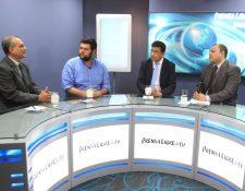Manuel Villacorta, Gabriel Wer, Renzo Rosal y Antonio Barrios analizan la nueva crisis política en el país. (Foto Prensa Libre: Estuardo Paredes)