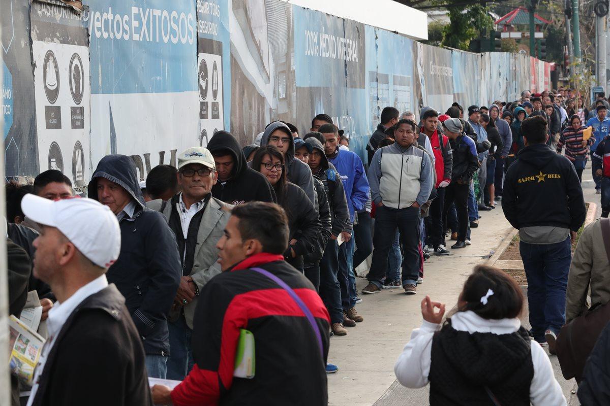 Así es el calvario de miles de guatemaltecos que buscan empleo
